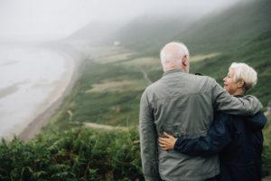 couple personnes âgées vulnérables